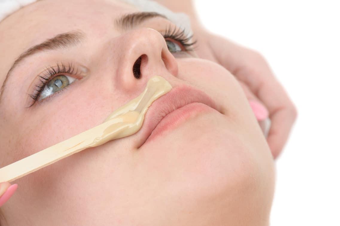 Epilation femme - Sourcils ou lèvre ou menton