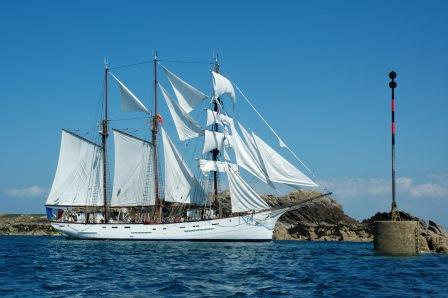Naviguer dans l'Archipel de Chausey à bord du Marité