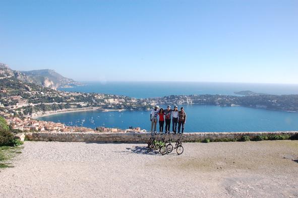 Decouvrez la Riviera en vélo électrique (en Anglais)