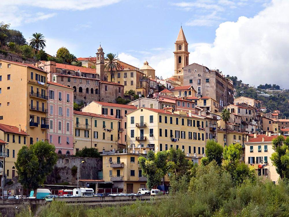 Tour Journée: Marché Italien De Vintimille Ou San Rémo et Dolceacqua