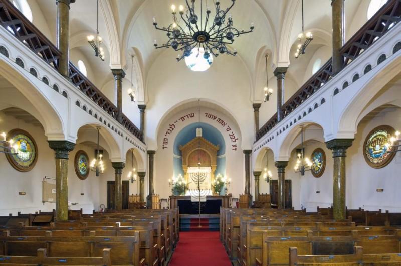 Visite de la synagogue et son musée.
